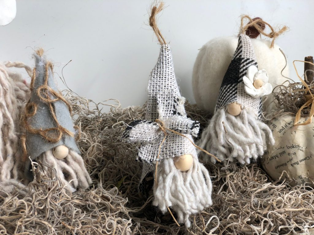 Pine Cone Gnomes Christmas Ornaments -DIY