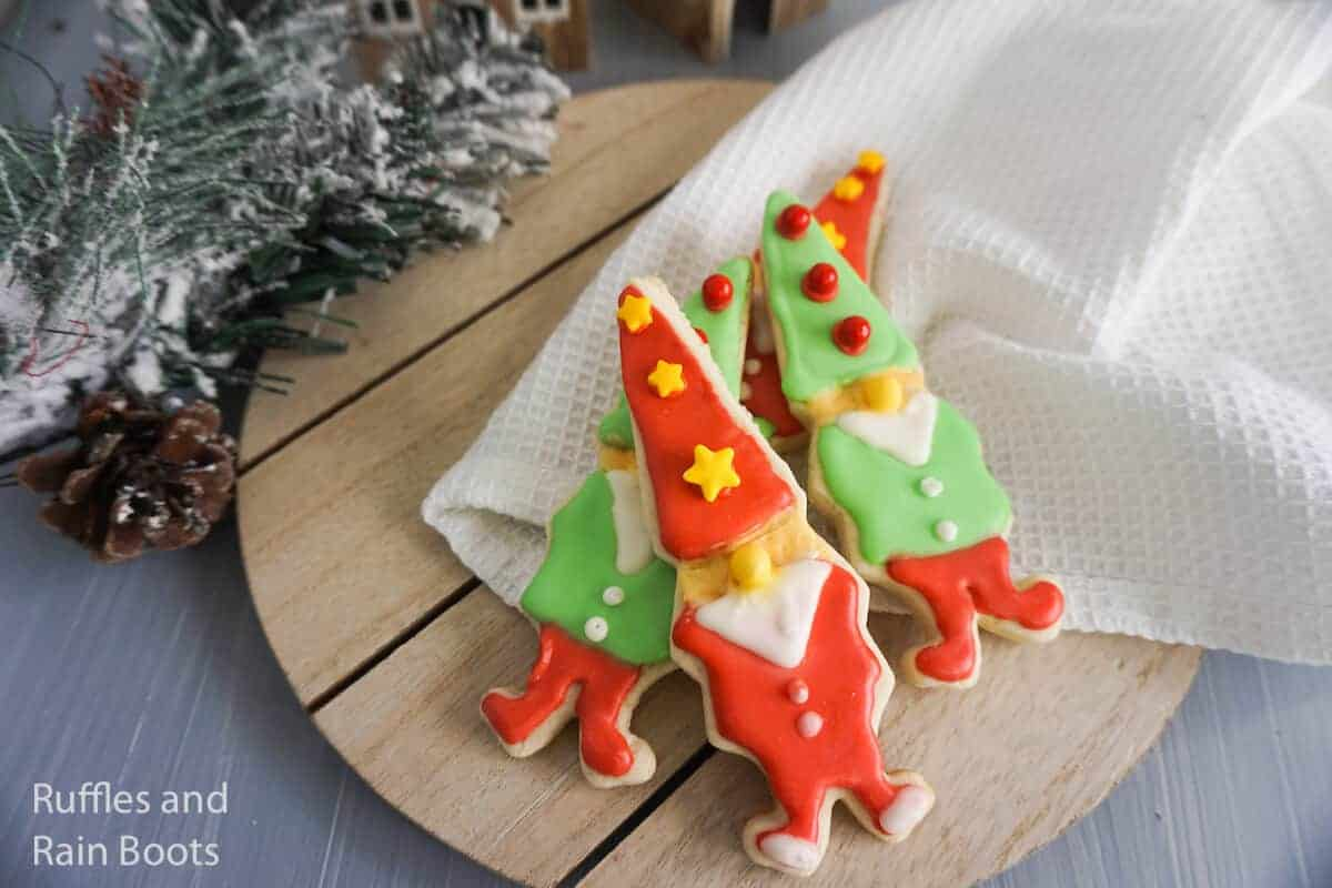 how to make gnome-shaped cookies