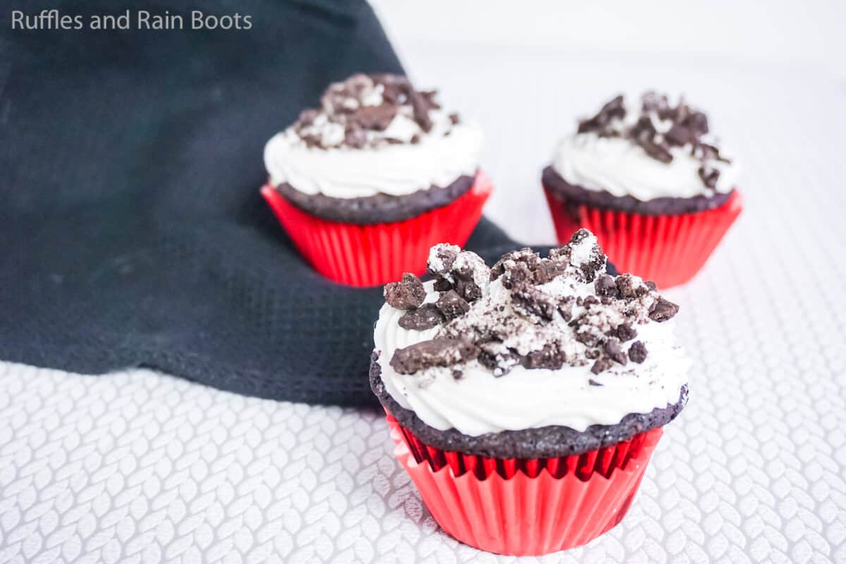 easy cupcakes with cookies and cream flavoring