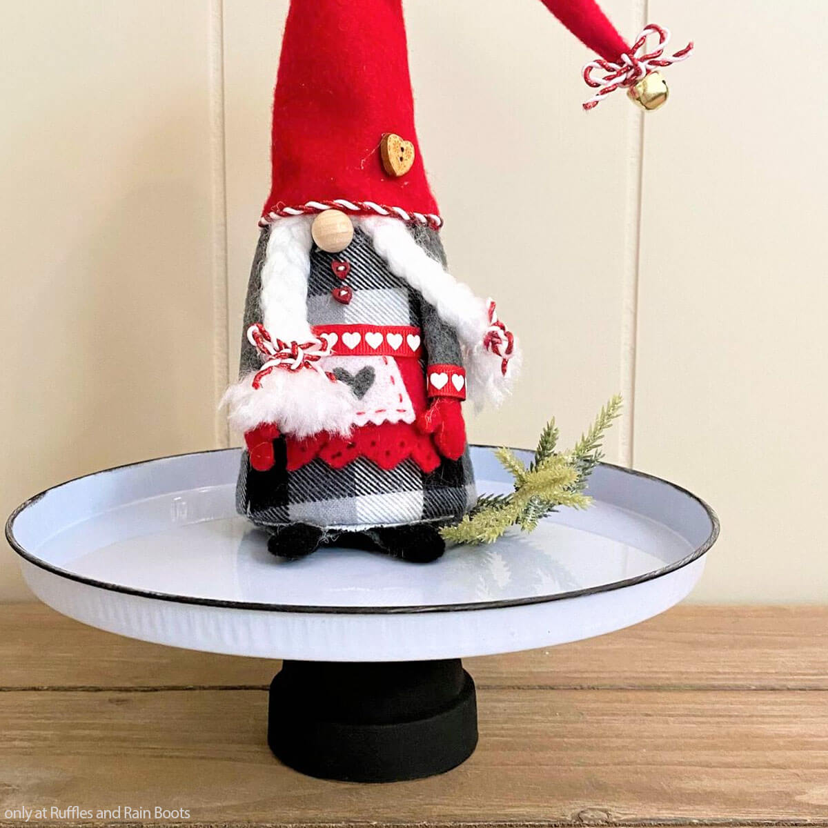 dollar store farmhouse tray for gnome display